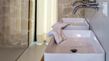 villas-in-arillas-corfu-details-bathroom-2