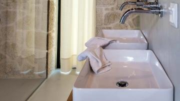 villas-in-arillas-corfu-details-bathroom-2