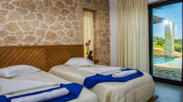 villas-in-arillas-corfu-details-bedroom-2
